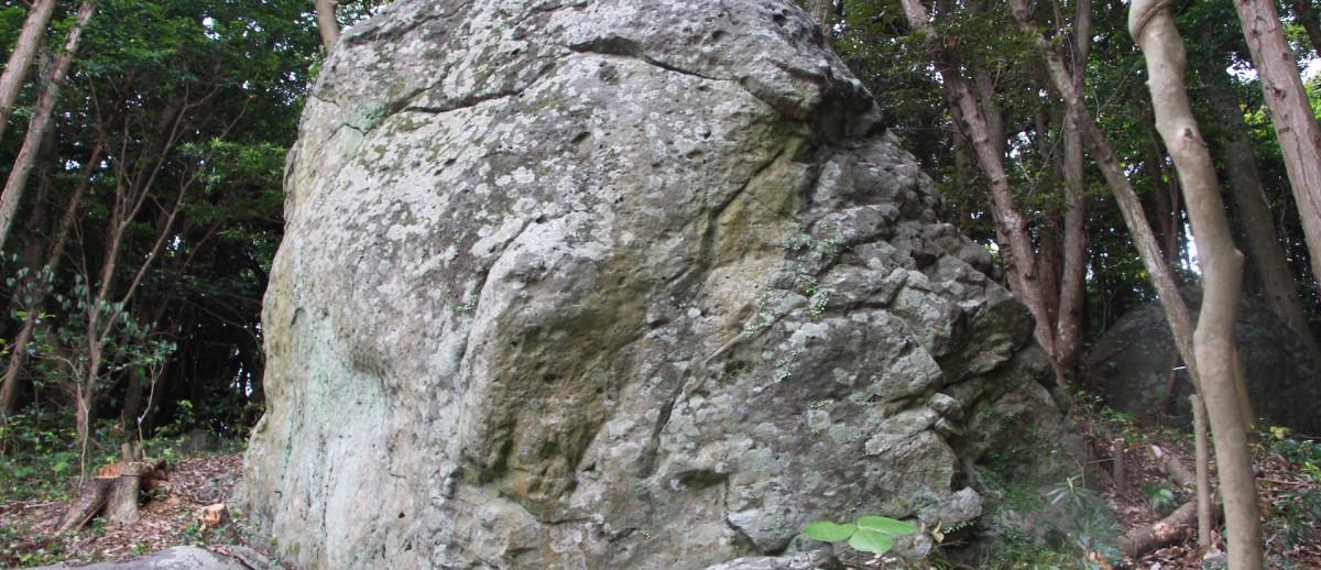 遠見の大石(鬼の足型石)